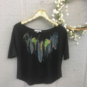 Colorful feather black tee crop top. Size medium.